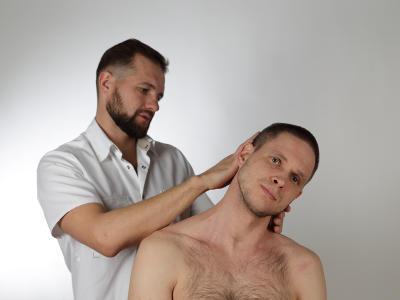 Как помочь себе при сильной боли в спине